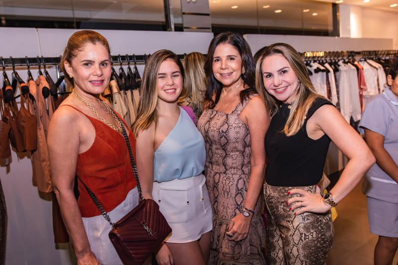Liliana Linhares, Maria Eduarda Linhares, Maria Lucia Negrao e Adriana Queiroz