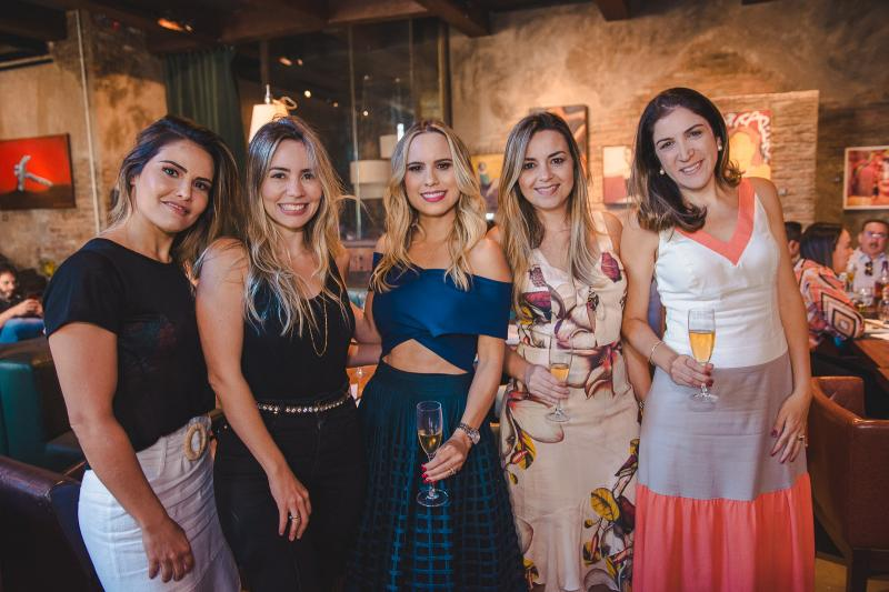 Natalia Aguiar, Yarina Xerez, Lohana Rios, Deborah Campos e Sarah Baquiti