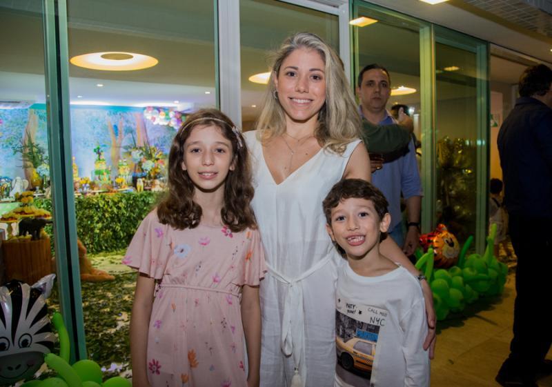 Julia, Rejane e Guilherme Belchior
