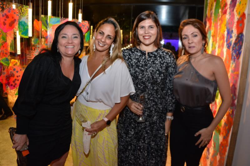 Kelly Texeira, Suzana Rocha, Camila Santana e Liane Texeira
