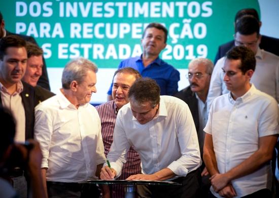 Camilo libera R$ 219,4 milhões para recuperar estradas