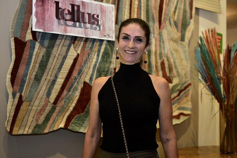 Bete Cunha arma happening e lança nova coleção de tapetes exclusivos