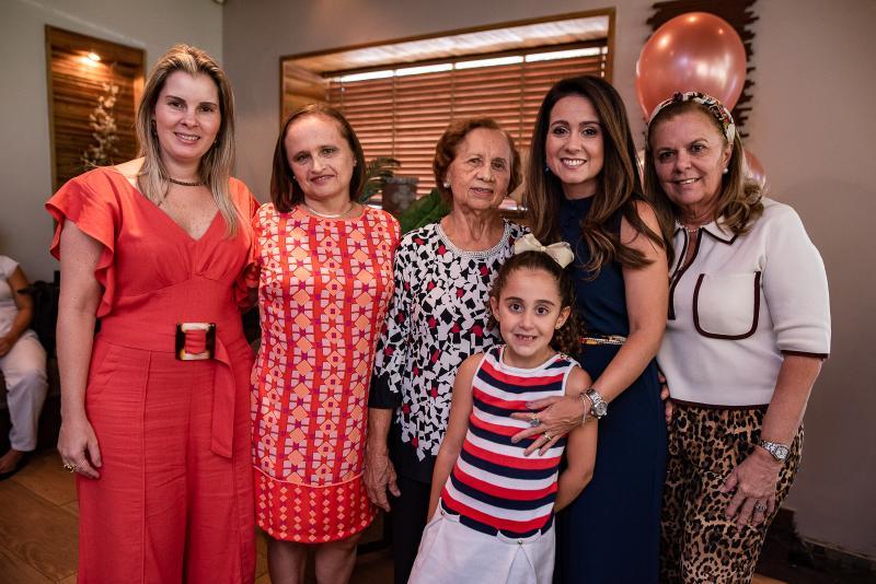 Adriana, Marcia, Conceicao, Leticia, Claudiana Loureiro e Lucilia Loureiro