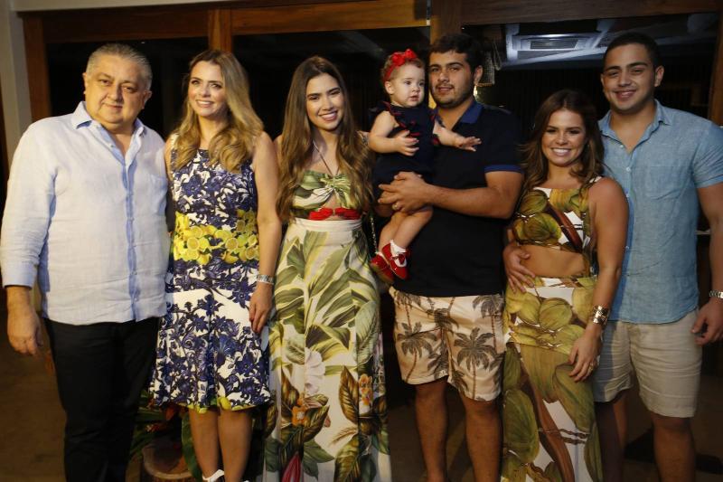 Adriano e Tais Pinto, Suzana Geleilate, Maria Victoria, Joao Victor Pinto, Leticia Studart e Rafael Pinto 2
