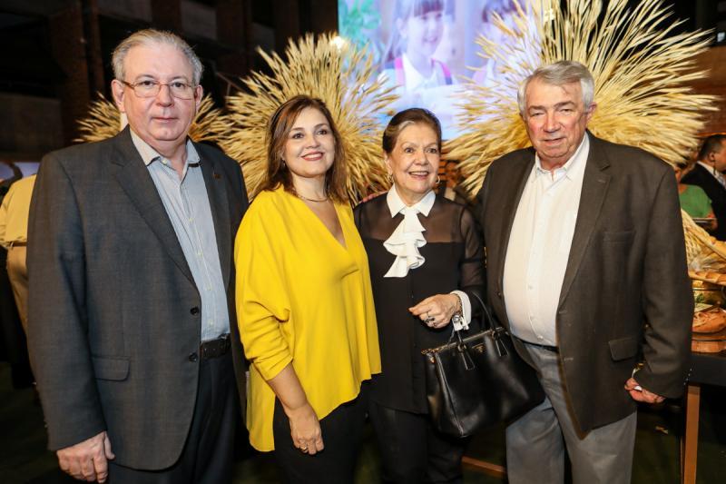 Ricardo e Rosangela Cavalcante, Tania e Roberto Macedo