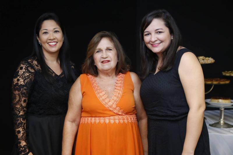 Mariana e Socorro Abreu e Karine Oliveira