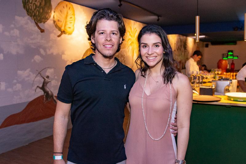 Antonio Junior e Flavia Melo