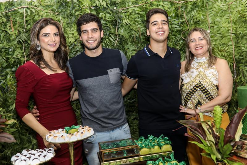 Rachel, Alexandre, Davi e Geovana Teixeira