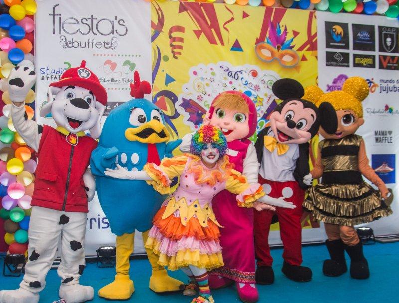 """Paula Athayde fez altinhos e baixinhos se esbaldarem no """"Fiesta's Fantasy"""""""