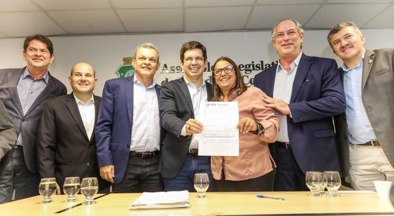 """Assembleia Legislativa do Ceará recebe Randolfe Rodrigues, Cid e Ciro Gomes para debater """"O Brasil de 2019"""""""
