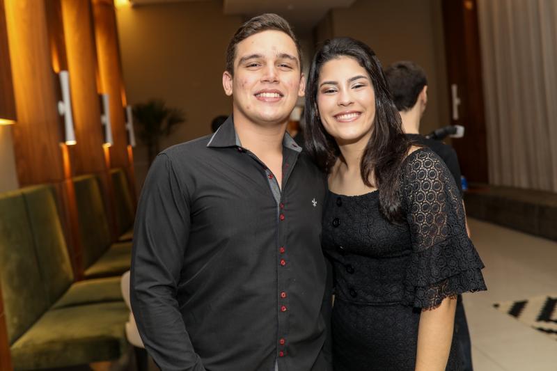 Vinicios Girao e Sarah Teixeira