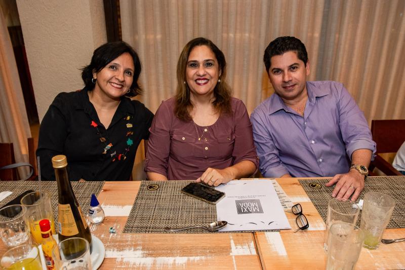 Maristela Crispim, Regina Carvalho e Pompeu Vasconcelos
