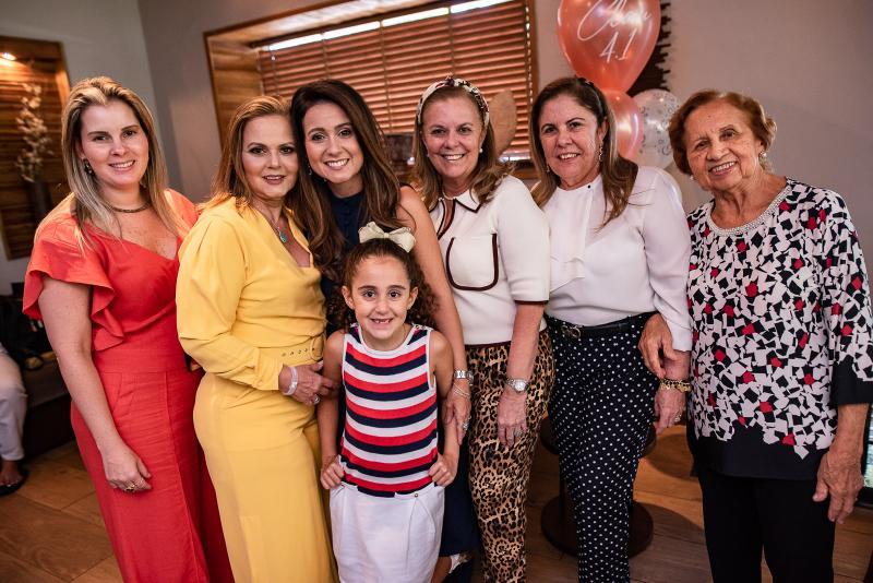 Adriana Loureiro, Teka Leitao, Claudiana Loureiro. Leticia Loureiro, Lucilia Loureiro, Virginia Moraes e Conceicao Loureiro