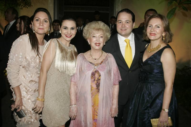Paula Frota, Adriana, Yolanda e Otavio Queiroz e Renata Jereissati