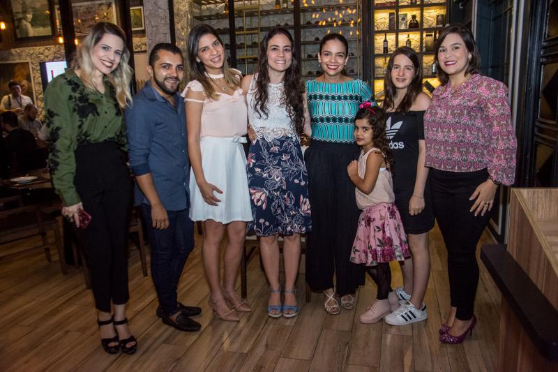 Iana Maia, Jailton Luiz, Natalia Maciel, Hayssa Falcao, Marina Escafuri, Elize Nunes, Gabriela Machado e Livia Muniz
