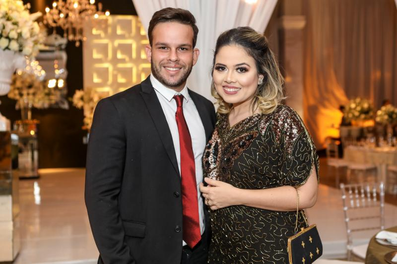 Osvaldo Junior e Amanda Maçal