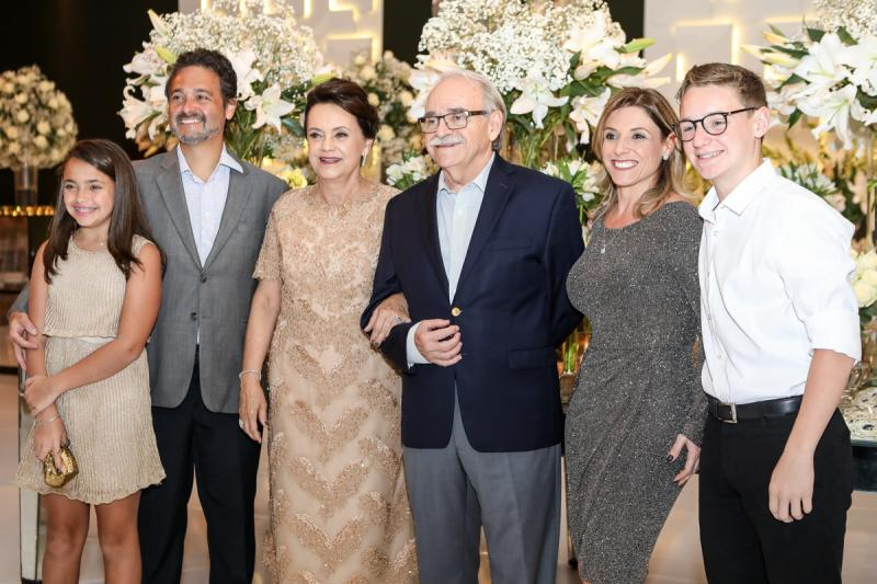 Isabel e Ricardo Colin, Leninha e Adinilton Soares,  Claudia e Thiago Colin