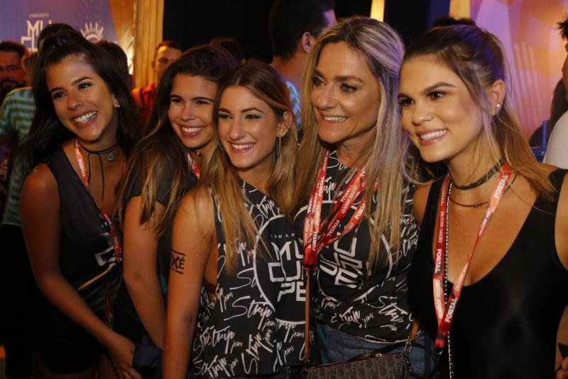 Marcela e Julia Pinto, Bruna e Celia Magalhaes e Mariana Pinto 2