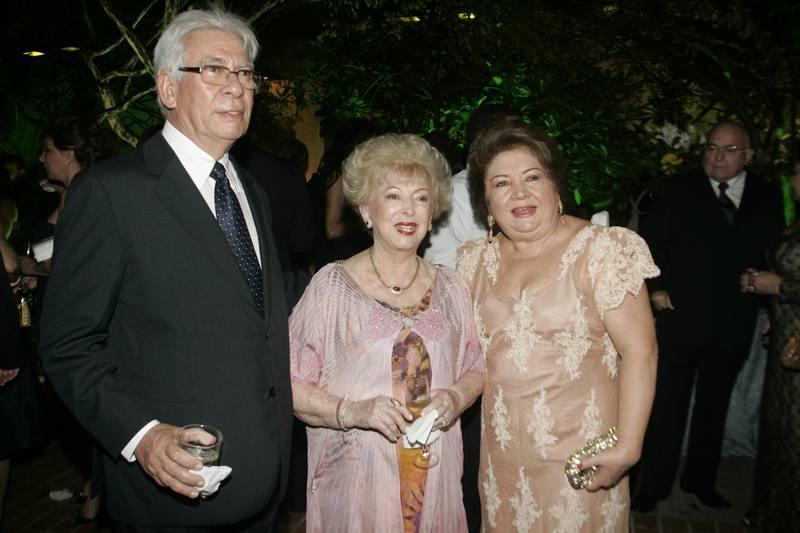Yolanda Queiroz com Manuel e Mana Holanda