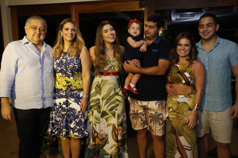 Adriano e Tais Pinto, Suzana Geleilate, Maria Victoria, Joao Victor Pinto, Leticia Studart e Rafael Pinto 1