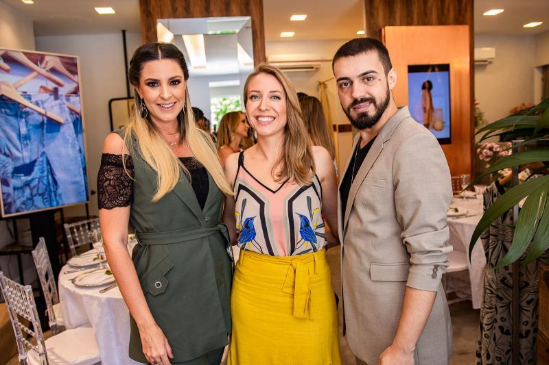 Carol Melo, Gabriela Branco e Romario Brandao