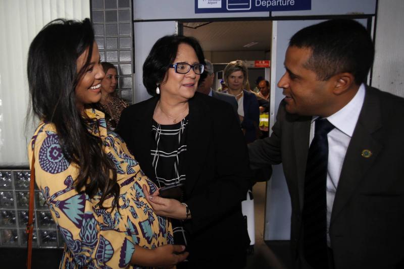 Priscila Costa, Damares Alves e Joao Marcos Vinicius