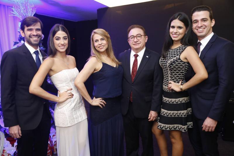 Manuel, Manuela, Morgana e Manuel Linhares, Marjorie Rocha e Rodrigo Linhares