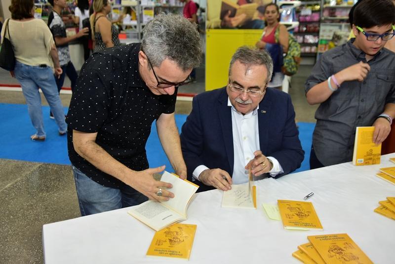 Tarde de autografos com Assis Cavalcante