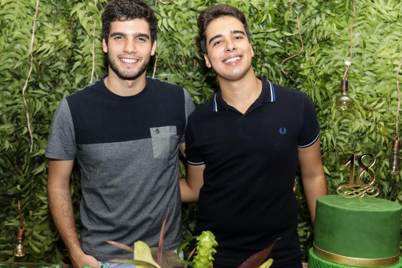 Alexandre e Davi Teixeira