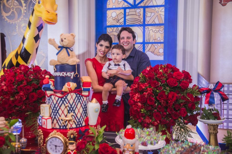 Flávia Laprovitera e Daniel Otoch celebram o primeiro aniversário do herdeiro Henrique