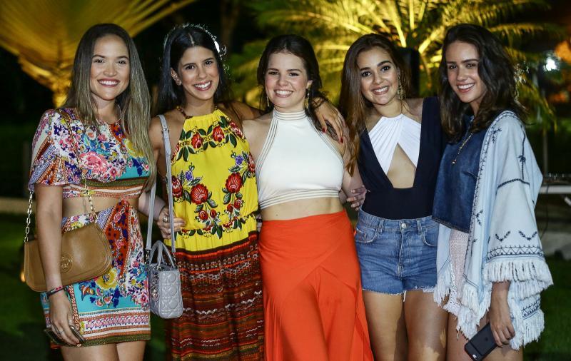 Livia Marques, Marcela Pinto, Leticinha Studart, Clara Machado e Isabella Nogueira