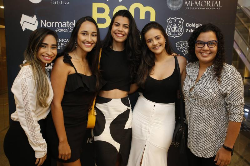 Katherine Gomes, Milena Lea, Giselle Fernandes, Isabela Duarte e Alana Almeida