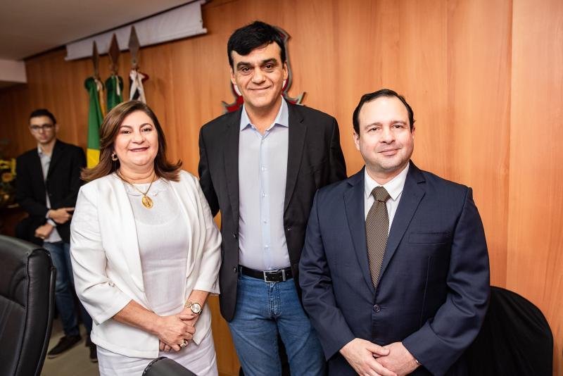 Natercia Campos Naumi Amorim e Igor Queiroz Barroso