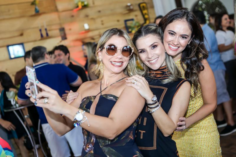 Vanessa Queiros, Roberta Quaranta e Bia Bezerra