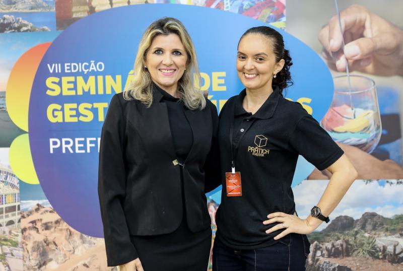 Elisangela Colares e Cristina Oliveira
