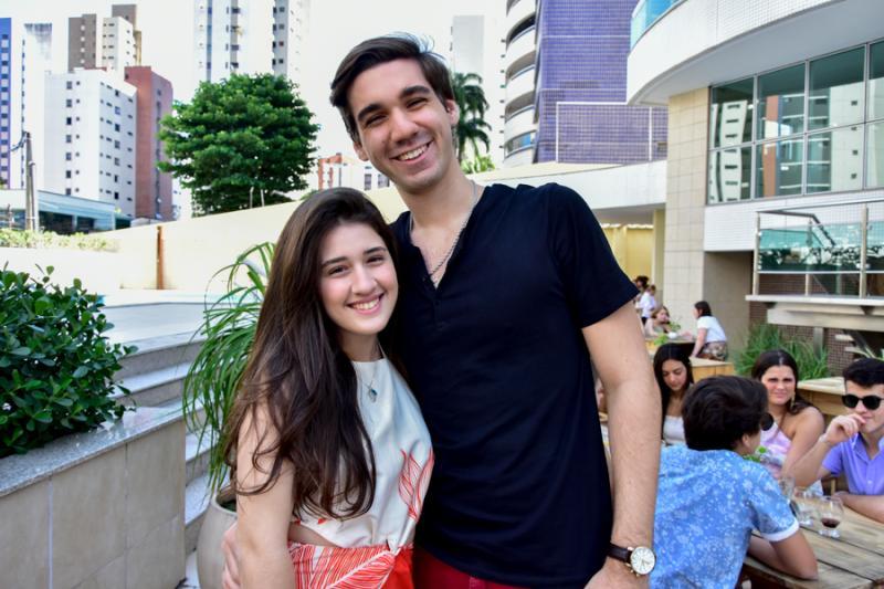 Julia Matos e Lucas Sales