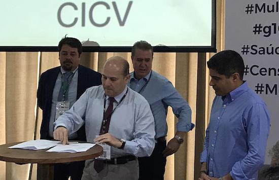 Roberto Cláudio firma parceria com a Cruz Vermelha