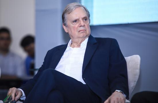 Aécio destitui Tasso da presidência do PSDB