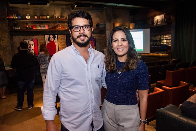 Rafael Fujita e Marcela Abreu