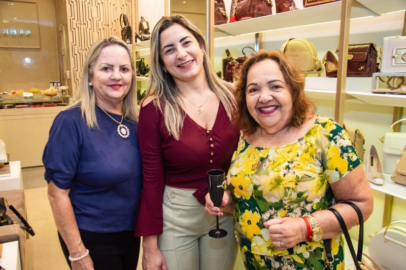 Norma Dantas, Rayana Linhares e Odete Linhares