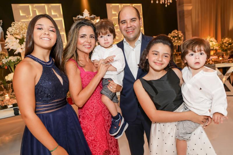 Beatriz, Patricia, Arthur, Guilherme, Julia e Heitor Soares