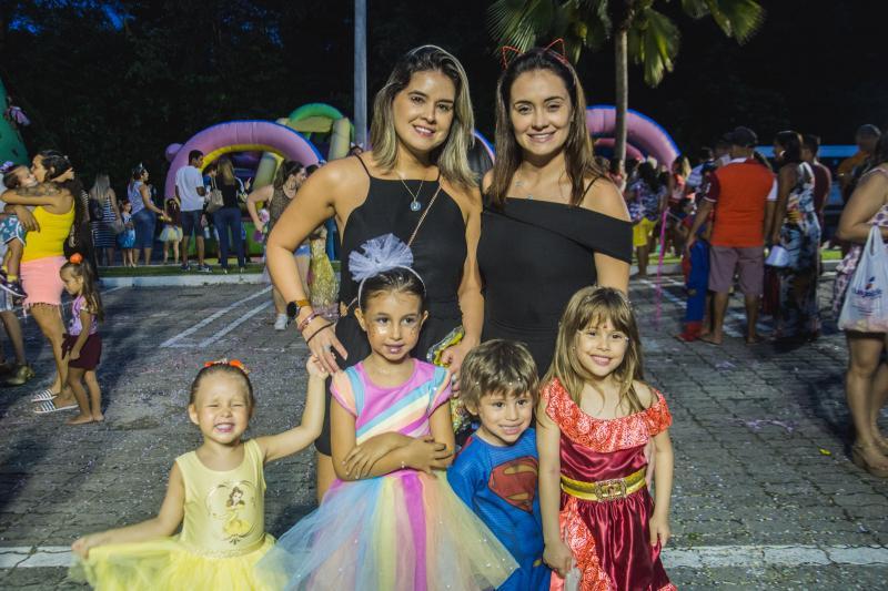Leticia Barros, Juliana Barros, Maria Barros, Bernardo frota, Bruna Braga e Gabriela Frota