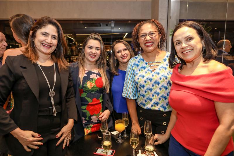 Rejane Gomes, Livia Alves, Lucia Neves, Benilza Lopes e Anelita Coelho