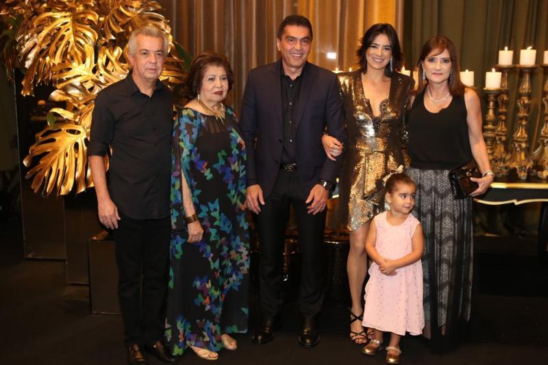 Clovis, Edir, Idezio, Maryana, Sophia e Pretinha Rolim
