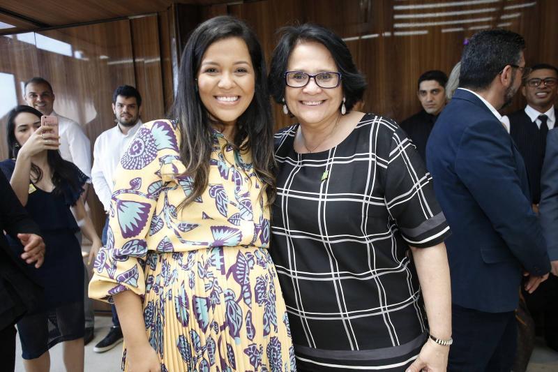 Priscila Costa e Damares Alves