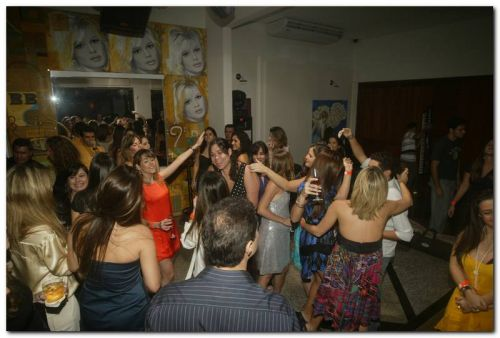 Os 30 anos de Sarinha Diniz, no Bardot
