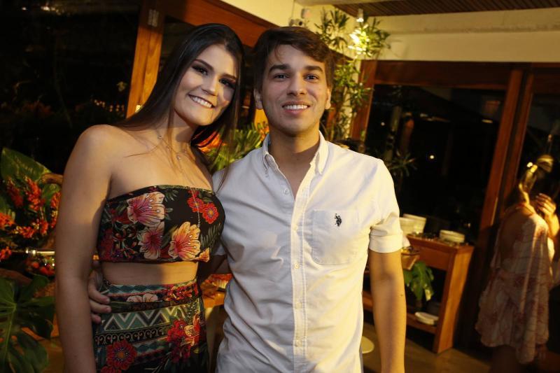 Beatriz Macedo e Naldo Medeiros