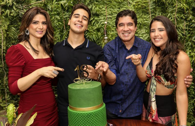 Rachel, Davi, Paulo e Beatriz Teixeira