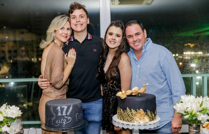 Duplo Brinde - Não faltou alegria e diversão na festa de 17 anos dos gêmeos Luiz e Letícia Cidrão