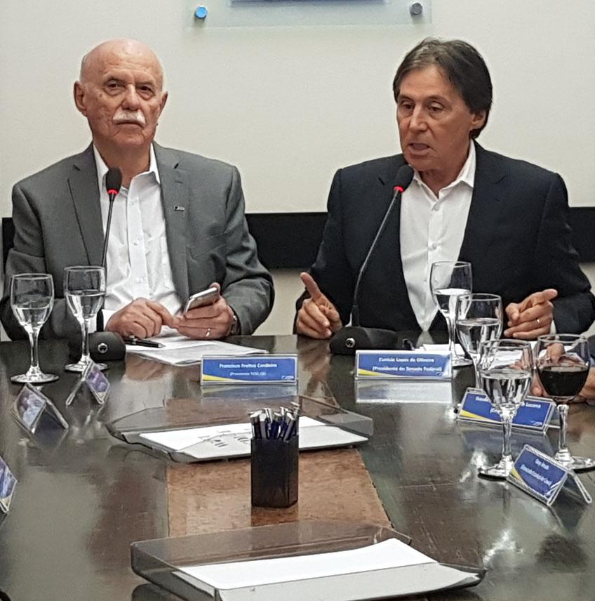 Eunício Oliveira atende a chamado de dirigentes lojistas